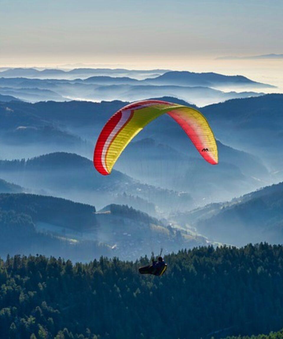 paragliding-4751693_640